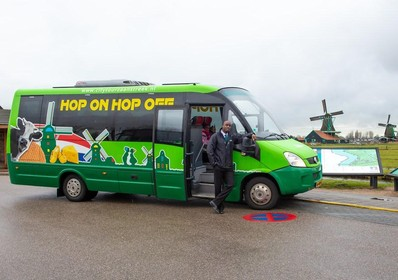 Toeristen hop-on, hop-off-bus Zaanstreek willen meer dan molens