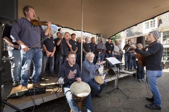 Met zeemanskoor Rumor di Mare uit Leiden is het altijd een feestje