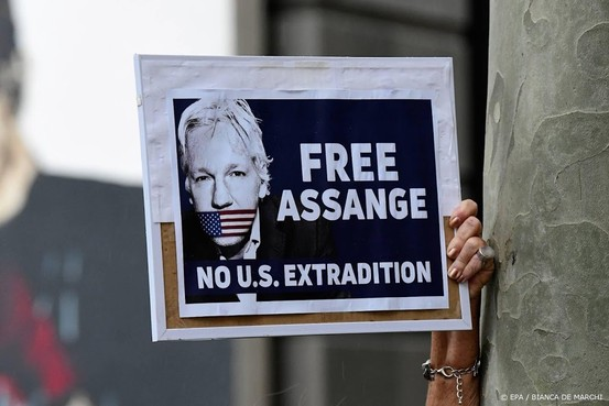 VS vragen formeel om uitlevering Assange