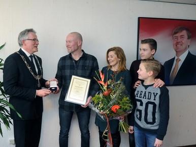 Alkmaarse wijkagent krijgt reddingsmedaille voor heldendaad