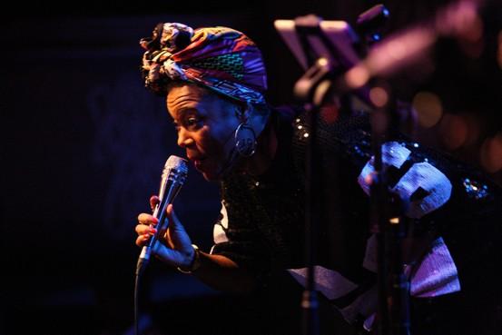 Recensie: Fay Claassen en China Moses toppers op uitgedoofd festival