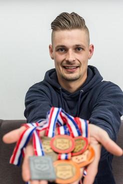 Biljarter Wesley Kramer (28) uit Wormer kan deze maand twee NK's winnen