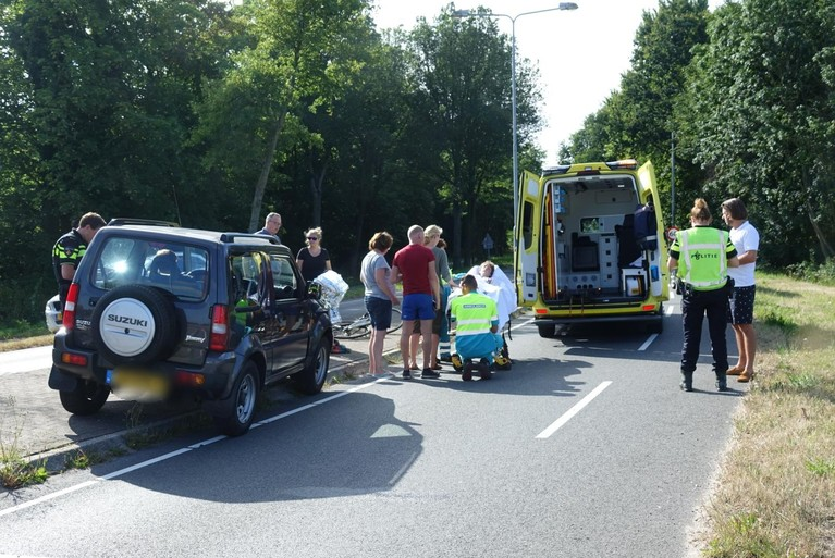 Jongen op fiets geschept door auto in Egmond-Binnen