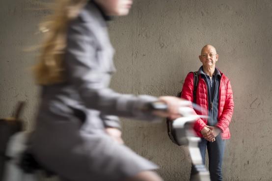 """De 60-jarige Dick Kerkdijk is al jaren feitelijk dakloos: ,,Ik raak er behoorlijk gestrest van. Een dak boven je hoofd is zo belangrijk"""""""