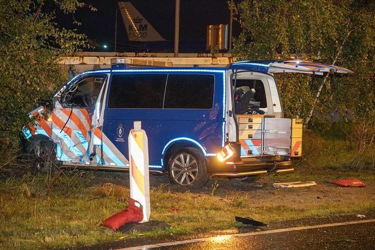 Schipholbus en marechausseewagen botsen op de Loevesteinse Randweg