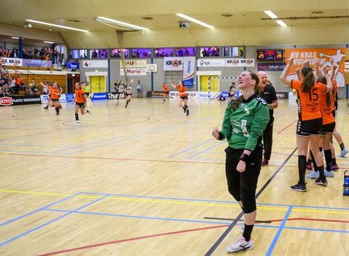 Eredivisie weer twee stappen dichterbij voor handbalsters van Volendam