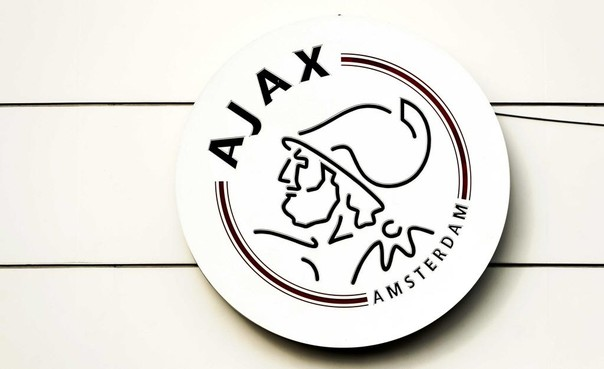 Politie onderzoekt hartaanval Ajax-steward