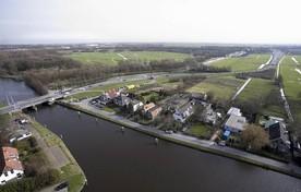 Europaweg met de Lammebrug, Vliet en de Oostvlietpolder