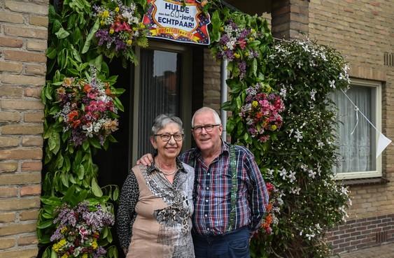 Piet Hoogland uit Grootebroek, zestig jaar getrouwd met zijn Riet, is nog altijd ambassadeur van de trein
