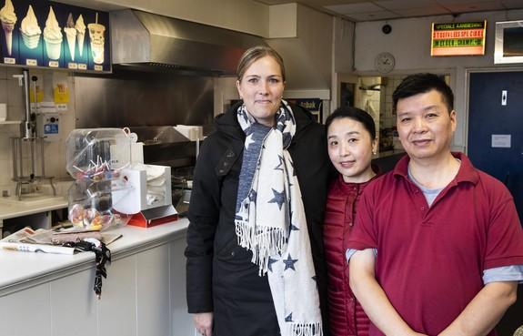 800 euro opgehaald voor snackbar Royal in IJmuiden, die deze week voor de zevende keer werd overvallen