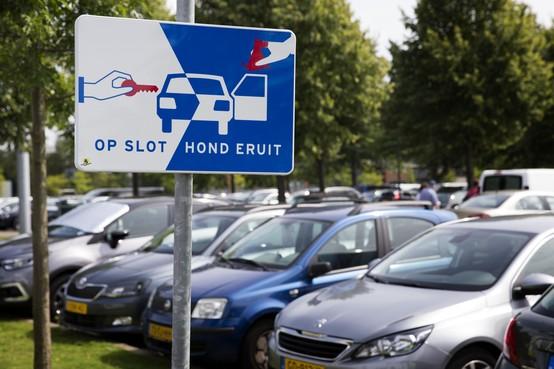 Valet parkingbedrijf bij Schiphol met noorderzon vertrokken: reizigers wachten vergeefs op auto