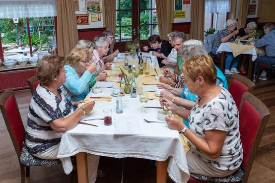 Tien jaar Senioren-eetcafé: 'Veel beter dan thuis alleen in je kamertje zitten'