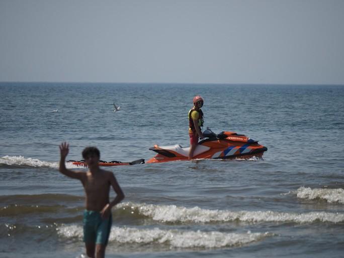 Zwemmers kort uit zee geroepen voor 'mini-tsunami' langs Noordzeekust na misverstand