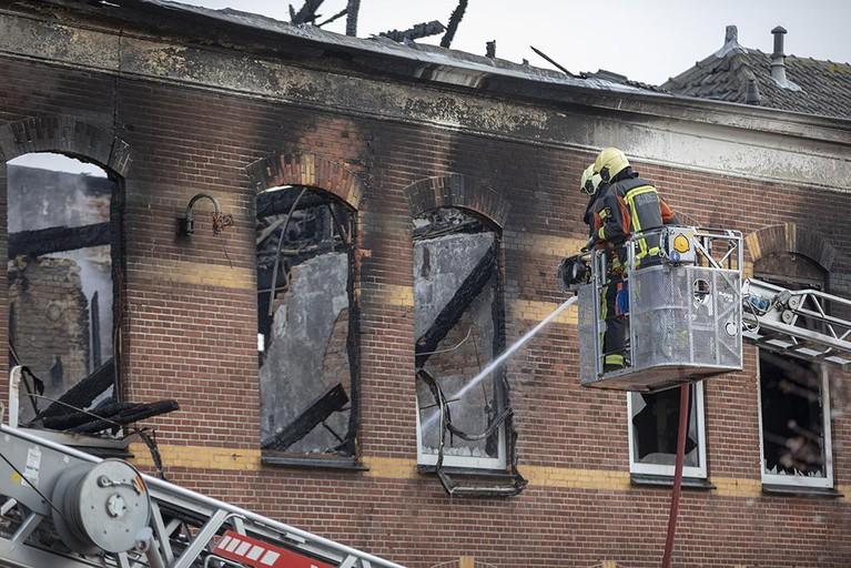 Onderzoek naar vermist persoon na grote brand Hillegom [video]