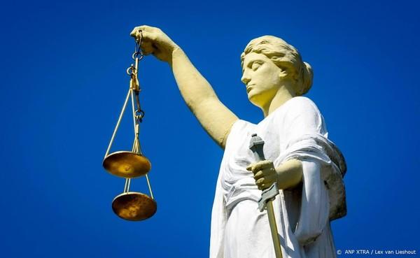 Vrouw daagt overheid voor rechter om adoptie