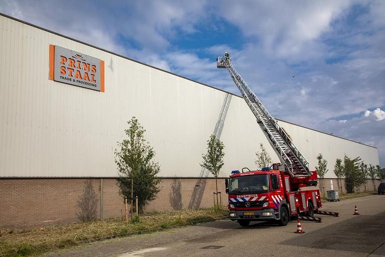 Brandje bij Prins Staal in Haarlemse Waarderpolder, Kousenmakersweg afgesloten