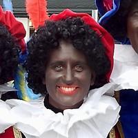 Felle discussie over het uiterlijk van zwarte piet in Hoorn.