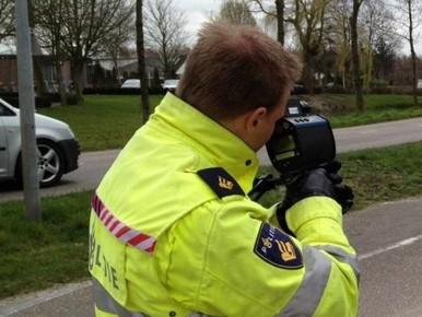 Tien snelheidsboetes uitgedeeld in Benthuizen na klachten