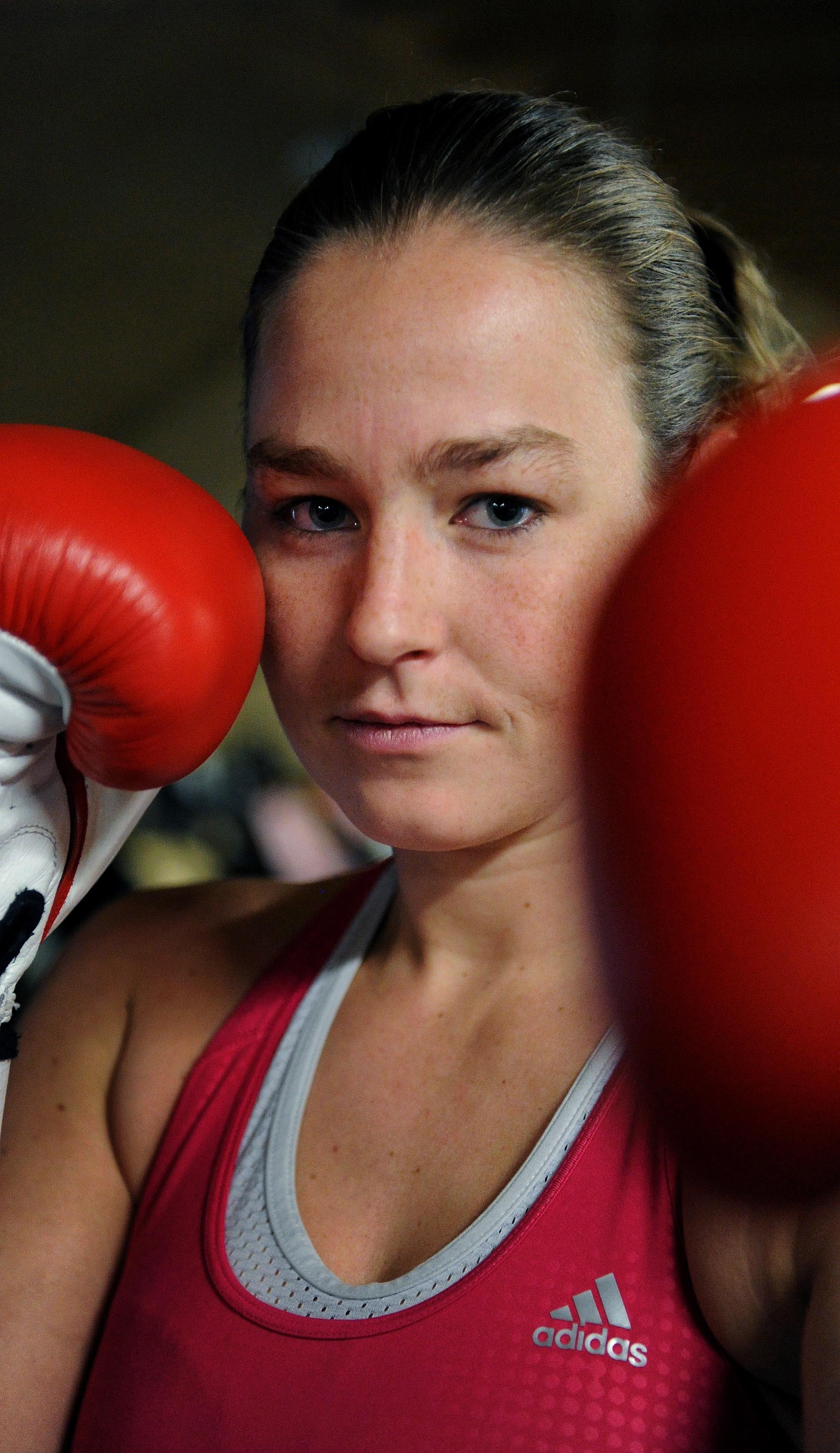Helderse kickboksster Jorina Baars incasseert in Peking eerste nederlaag in vijftig partijen door dubieuze beslissing jury: 'Had ik haar maar neer moeten slaan' - Noordhollands Dagblad