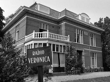 De Veronicastudio was gevestigd in deze villa, nu Hotel Lapershoek in Hilversum.