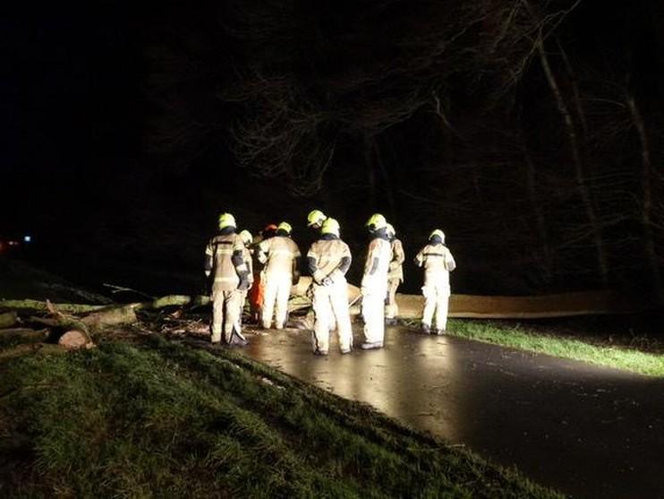 Hulpdiensten druk met meldingen stormschade [update]
