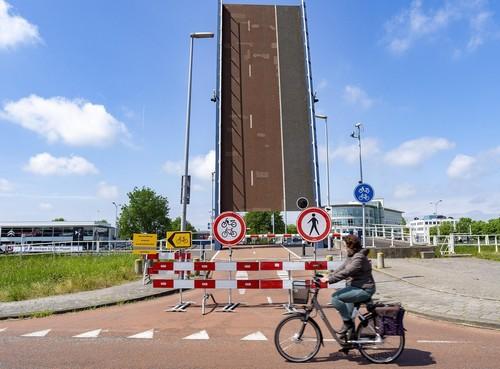 Kapotte Vlielandbrug in Alkmaar nu drie keer per dag met de hand geopend