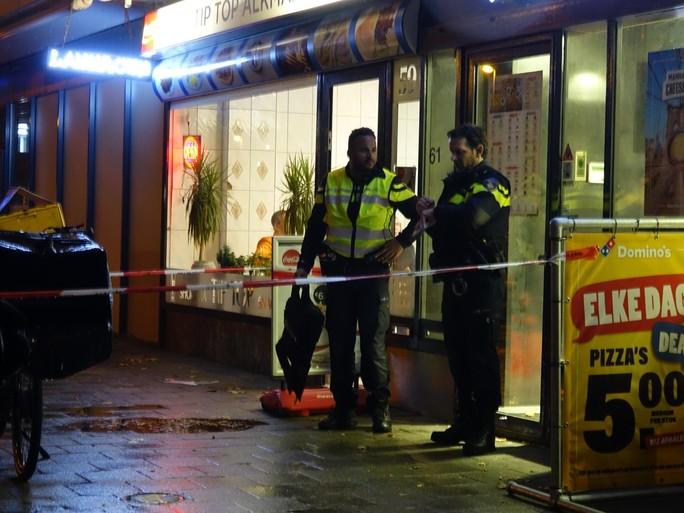 Gewapende mannen overvallen Domino's Pizza in Alkmaar [video]