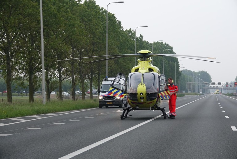 Twee gewonden bij ongeluk Akersloot: auto breekt in tweeën