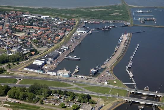 Tal van ingrepen in de haven van Den Oever met daarbij een verhuizing van de KNRM naar de Noorderhaven