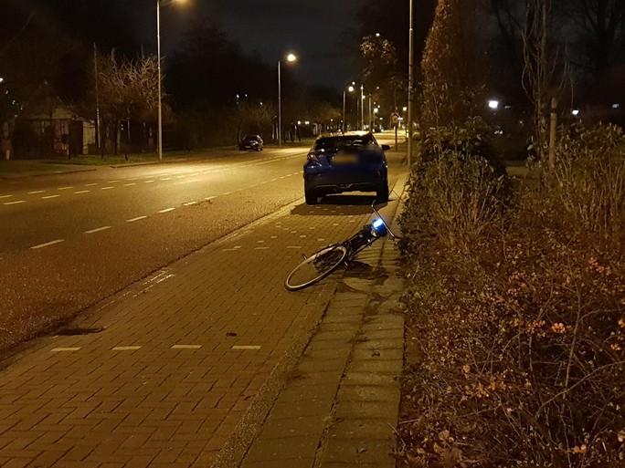 Fietsster met spoed naar ziekenhuis na ongeluk in Heemskerk