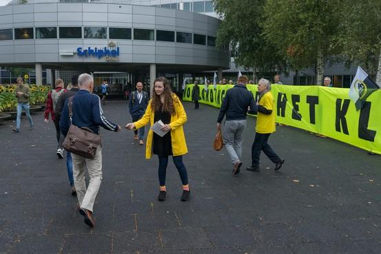 Greenpeace overweegt bezetting vliegveld Lelystad of festival op Schiphol