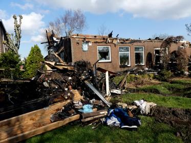 Huizen rond uitgebrande woonboerderij Noordwijkerhout gespaard gebleven: 'Benauwde momenten voor de buurman'