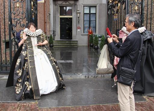Tsutsoma Adachi is even Dirkje bij het Westfries Museum