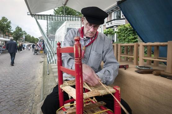 Oude ambachten herleven op de jaarmarkt in IJmuiden