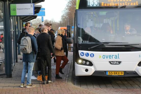Stoelendans om plekje in kleinere bus Noord-Holland-Noord