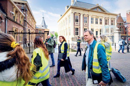 Leidse activiste in geel hesje schudde Mark Rutte niet de hand: 'Hij zegt soms zelf: pleur op' [video]