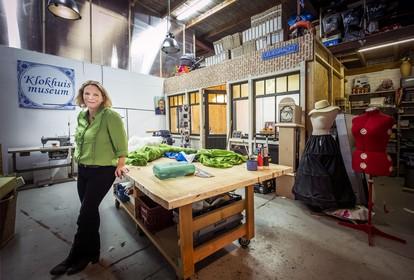 Een kijkje in het rariteitenkabinet van art director Ellen Janssen in Alkmaar: 'Dan zit je ineens een hele dag piemels te kleien'