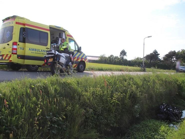 Motorrijder in sloot na botsing met wielrenster in Noordwijkerhout