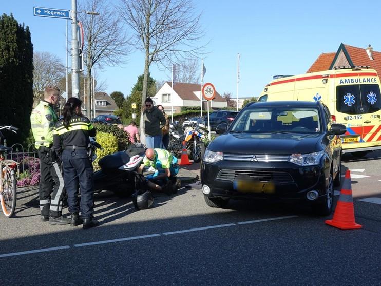 Scooterrijders gewond bij aanrijding in Limmen