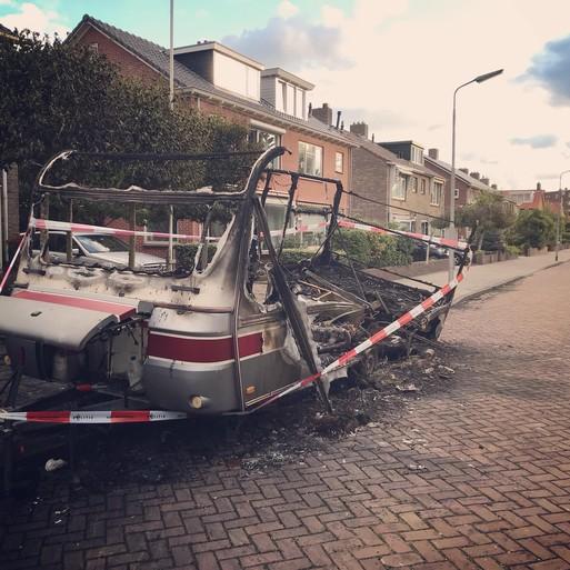 Caravan total loss na brand in IJmuiden