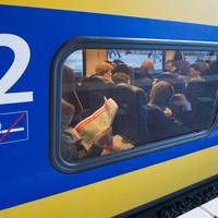 Een volle trein.