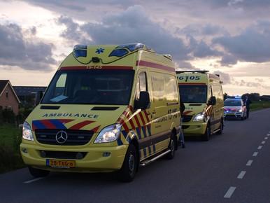 Twee wielrenners gewond bij valpartij in Benthuizen
