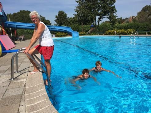 West-Friese zwembaden voorbereid op topdrukte