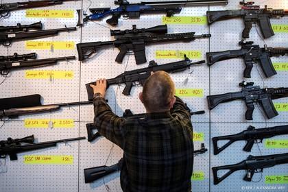 Zwitsers stemmen voor strengere wapenwet