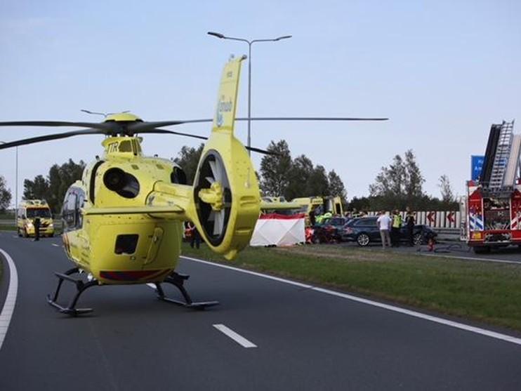Twee gewonden bij frontale botsing in Vijfhuizen, N205 weer vrij [update]