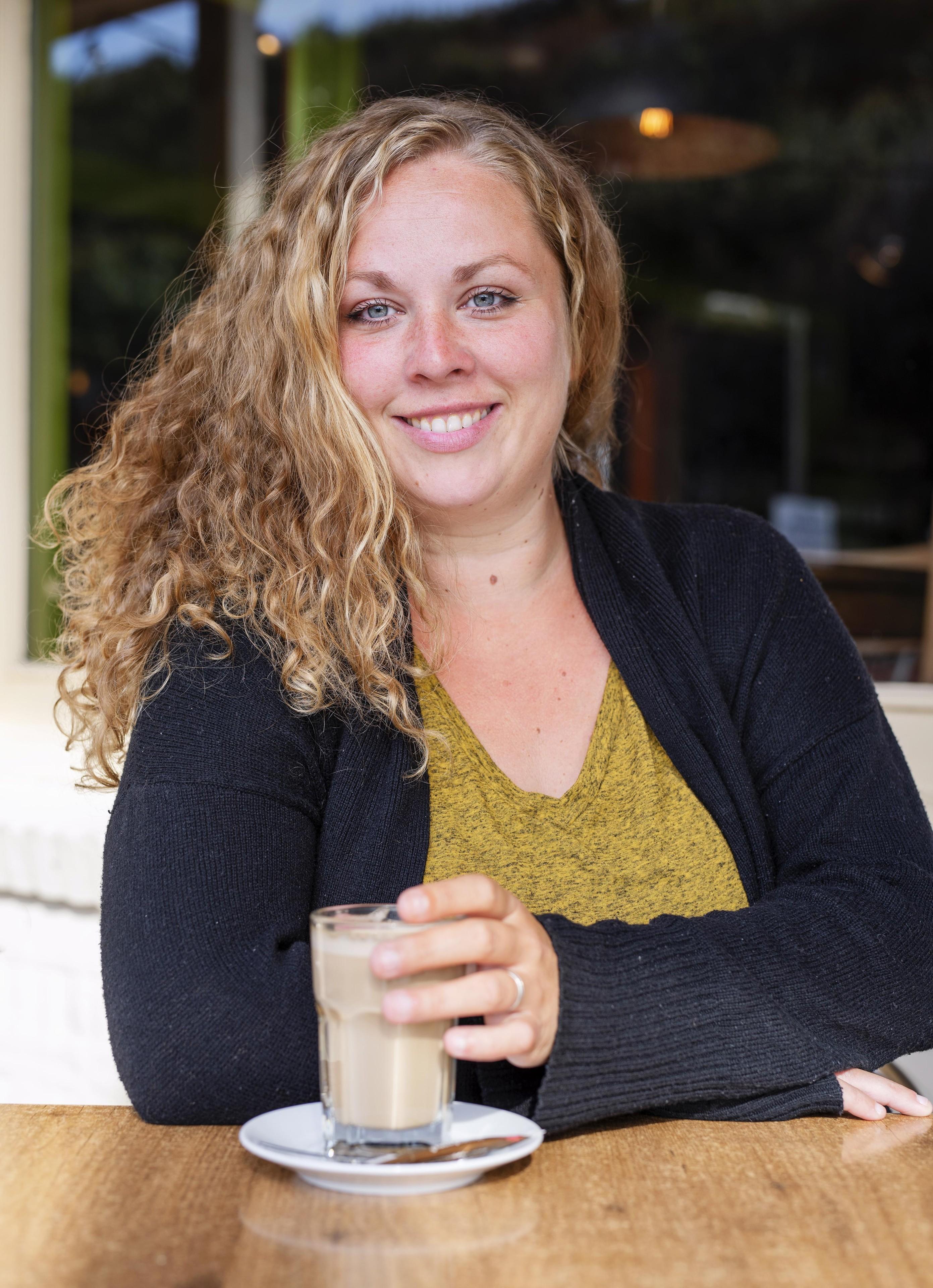 Stella van Lieshout uit Oudkarspel is een theaterbèta die geen aannames doet: 'Als een personage uit zijn comf - Noordhollands Dagblad