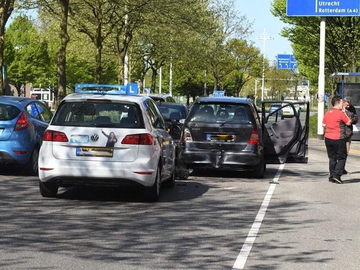 Verkeerschaos rond Leiden Centraal door botsing op Schipholweg