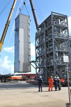 Uniek project in Beverwijkse haven: complete fabriek aan wal gebracht