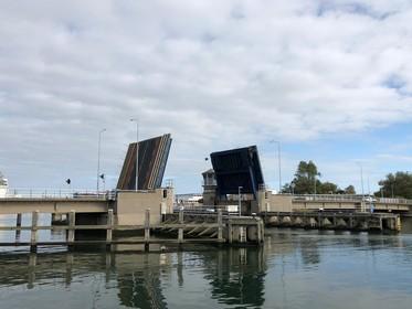 Moormanbrug in Den Helder na aanvaring even buiten gebruik