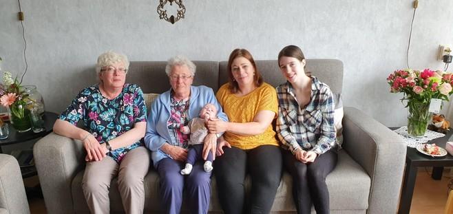 Baby Emma werd geboren met 24 weken en het kerstwondertje heeft een betovergrootmoeder van 86 jaar